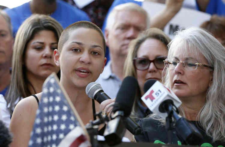 Emma Gonzalez interpelle, lors d'un discours, samedi 17 février, les élus,àcommencer par le président des Etats-Unis, Donald Trump, traitant de foutaises («bullshit») leurs promesses. C'est par la diatribe anti-armes à feu de cette lycéenne, rescapée de la tuerie, que tout a commencé.