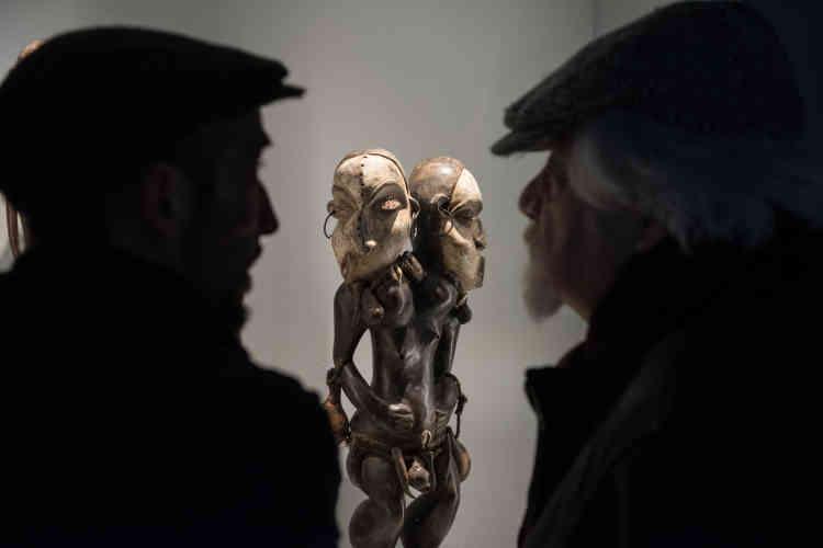 Statuette de maladie africaine, d'origine et d'ancienneté inconnues, trouvée au marché aux puces de Montpellier par l'artiste et écrivain Alain Fleischer et acquise par Jean-Jacques Lebel.