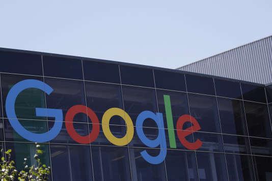 Depuis mai 2014, Google a l'obligation de supprimer certains liens de ses résultats si un internaute européen en fait la demande.