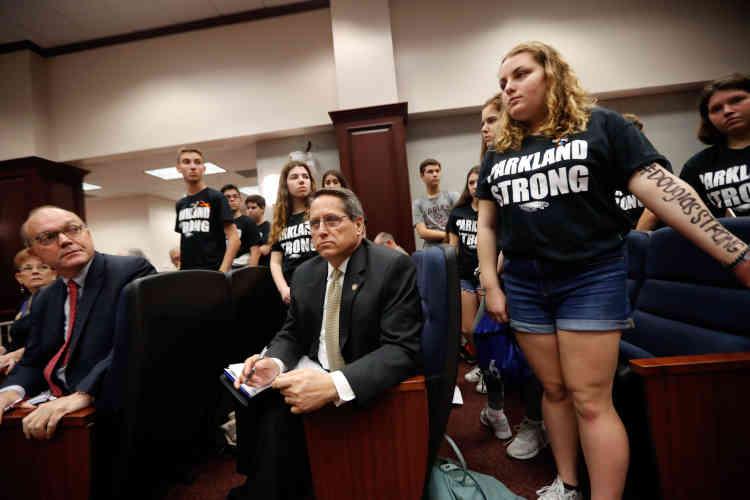 Des rescapés de la tuerie de Parkland interrompent une audience du comité législatif,au capitole, demandant aux législateurs d'agir pourune réforme du contrôle des armes à feu, le 21 février.