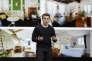 Le cofondateur et directeur général d'Airbnb Brian Chesky présente la nouvelle offre Airbnb Plus de la plate-forme de location, le 22 février à San Francisco (Californie).