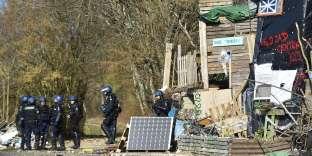 Evacuation du bois Lejuc à Bure (Meuse), le 22 février.