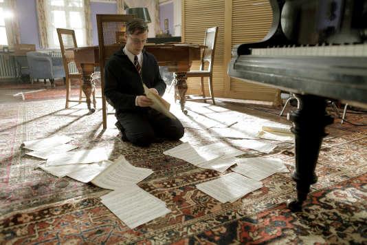 Dmitri Chostakovitch (joué par Florian Panzner) vient de terminer la «Symphonie n° 7».