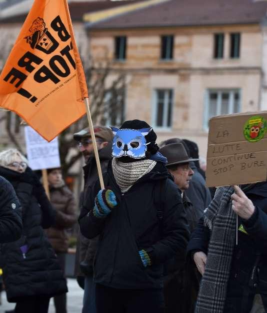 Manifestation d'opposants devant la préfecture de Bar-le-Duc, le 22 février.