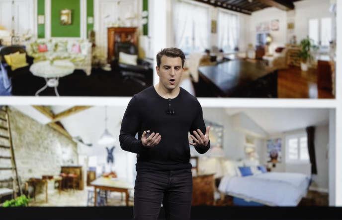 Le cofondateur d'Airbnb Brian Chesky présente la nouvelle offre Plus de la plate-forme, jeudi 22 février à San Francisco (Californie).