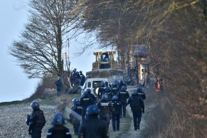 Opération de la gendarmerie nationale sur le site de Bure, occupé par des opposants au projet d'enfouissement des déchets les plus radioactifs, le 22 février 2018.