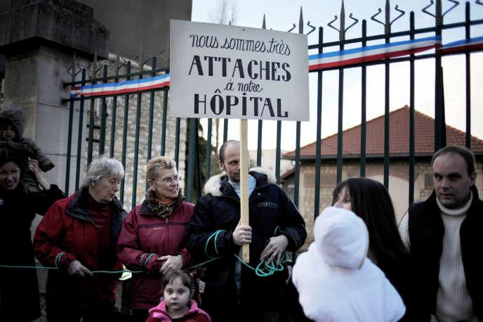 Manifestation en 2008 contre la fermeture définitive de la maternité de Clamecy.