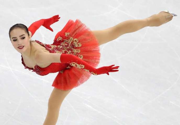 Sacrée championne olympique à 15 ans, Alina Zagitova est la seconde patineuse la pus jeune à remporter la médaille d'or.