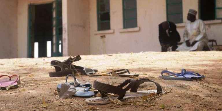 Dans la cour du lycée pour filles de Dapchi, au Nigeria, le 22février 2018, trois jours après une attaque de Boko Haram.