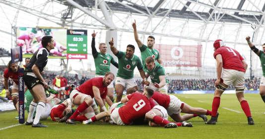 L'Irlande s'est imposée au bout du suspens contre le pays de Galles à Dublin, samedi 24 février.