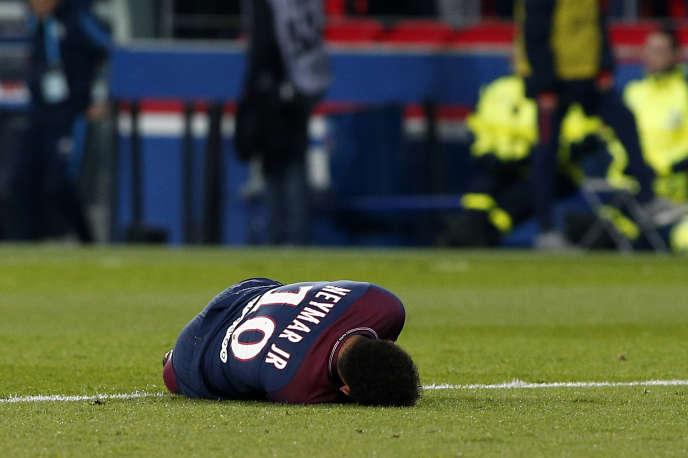 Neymar s'est cassé le pied lors du match PSG - OM du 25 février.