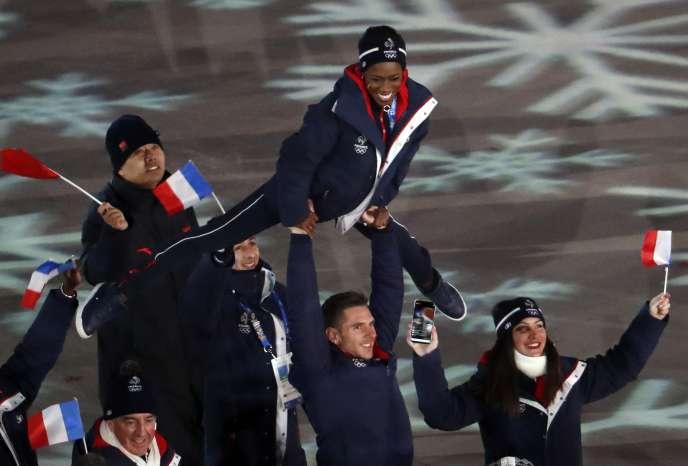 La délégation française lors de la cérémonie de clôture des XXIIIesJeux olympiques d'hiver, le 25 février.