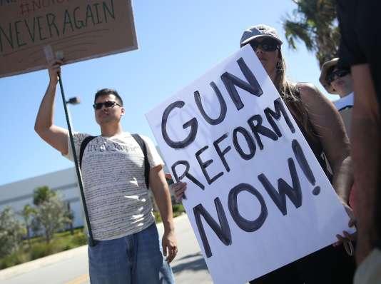 « Comme pour beaucoup de gens, la récente tragédie en Floride nous a conduits à nous pencher sur le terrible bilan de la violence avec armes à feu en Amérique », affirme BlackRock dans un communiqué.