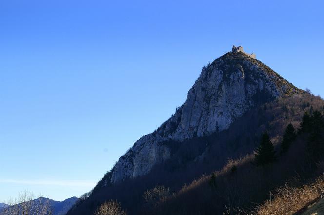 Les ruines de l'ancienne forteresse de Montségur (Ariège).