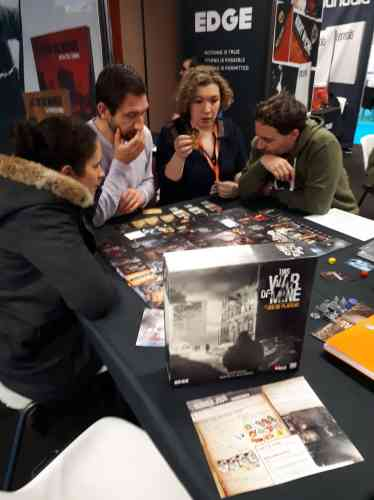 Le jeu vidéo se glisse aussi dans les adaptations de certaines licences, comme «The Witcher»(décliné en jeu de rôle sur table) ou ce jeu de plateau «This war of mine».