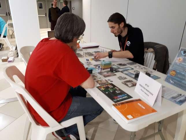 Sebastien Martagex a sept minutes pour tenter d'expliquer son jeu, «Projet parasite», à un éditeur.