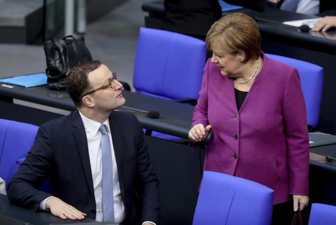 Jens Spahn et Angela Merkel au Bundestag, le 22 février.