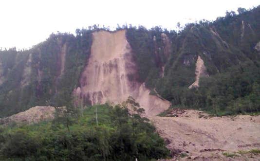 Glissement de terrain à Tabubil, en Papouasie Nouvelle-Guinée, après un fort tremblement de terre, le 26 février.