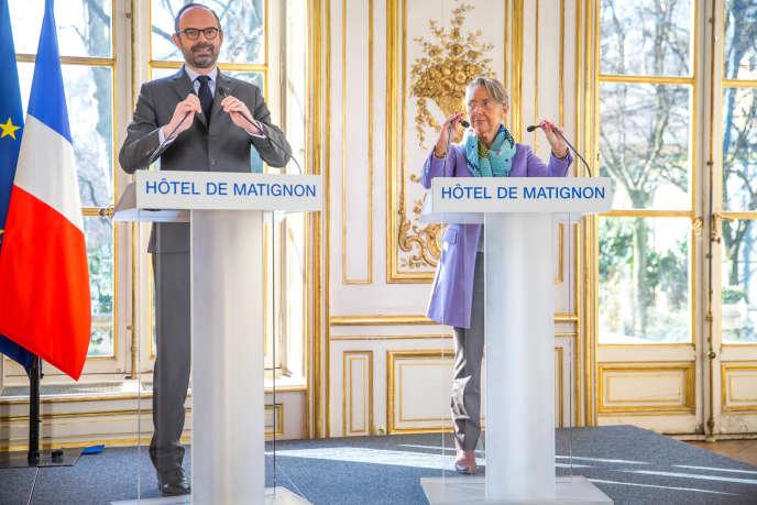 Edouard Philippe et Elisabeth Borne, ministre de la transition écologique et solidaire, chargée des transports, lors d'une conférence de presse sur la réforme du système ferroviaire, à l'Hotel Matignon à Paris, lundi 26 février.