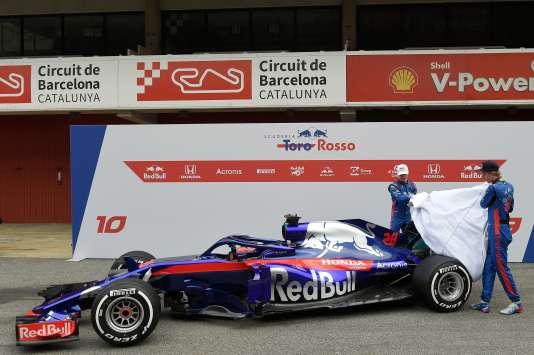 Pierre Gasly (à gauche) et Brendon Hartley dévoilent la nouvelle STR13 de Toro Rosso le 26 février à Montmelo (Espagne).