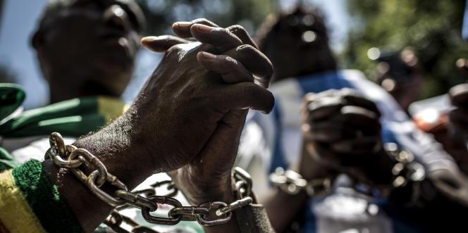 Des membres du Forum de la diaspora africaine dénoncent le trafic d'êtres humains en Libye, le 12décembre 2017, à Pretoria, en Afrique du Sud.
