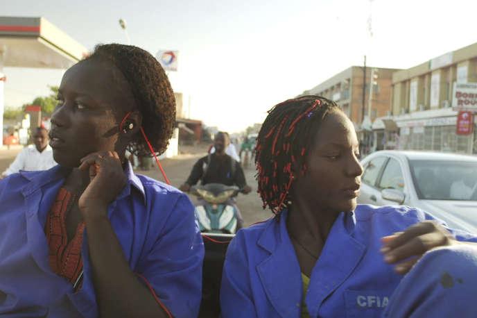 « Ouaga Girls», documentaireburkinabé, français et suédois de Theresa Traore Dahlberg.