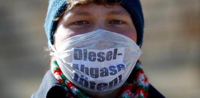 « La voie est enfin libre pour protéger la santé des gens », s'est également réjoui Niklas Schinerl, porte-parole de Greenpeace. « Chaque ville peut désormais défendre le droit de ses citoyens à un air pur »