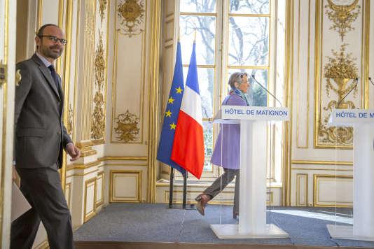 Edouard Philippe, premier ministre, et Elisabeth Borne, ministre des transports, lors d'une conférence de presse sur la réforme du système ferroviaire, le 26 février.