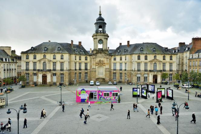 Place de l'Hôtel de Ville à Rennes, l'Agora du budget participatif où tout citoyen pouvait rencontrer les porteurs de projet et voter.