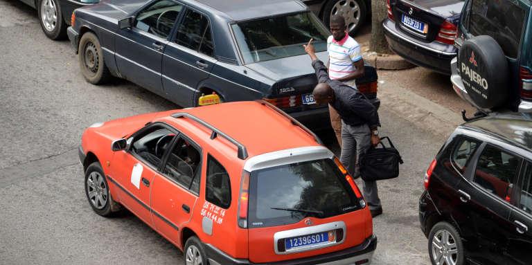 Un taxi à Abidjan, capitale économique de la Côte d'Ivoire, en 2016.