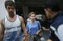 Anastasia Vachoukevitch et Alexandre Kirilov arrivent dans un centre de détention à Bangkok, le 28 février.
