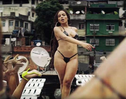 L'explosive chanteuse brésilienne Anitta, dans le clip de son tube, «Vai Malandra», qui cumule plus de 200 millions de vues sur YouTube.