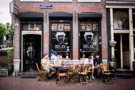 Points de vente officiels de marijuana aux Pays-Bas (ici, à Amsterdam en 2016).