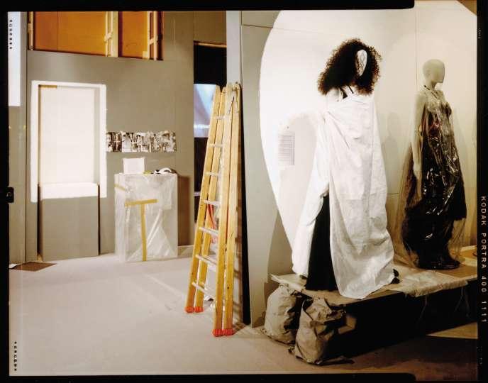 Exposition«Margiela / Galliera, 1989-2009», détail de l'exposition, début des années1990.