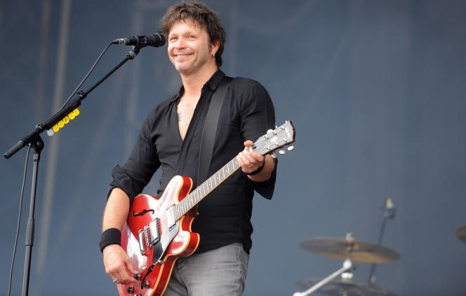 Bertrand Cantat en concert avec son groupe, Detroit, aux Vieilles Charrues en juillet 2014.