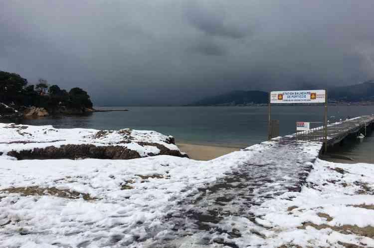 La baie d'Ajaccio sous la neige, en Corse, le 28 février.