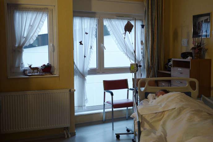 Un patient en fin de vie, au service de soins palliatifs de Bethel, àOberhausbergen (Bas-Rhin), le 18 décembre 2014.