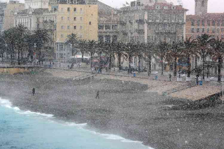 Sur la promenade des Anglais, à Nice, le 26 février.