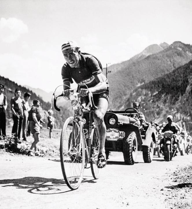 Une échappée de Louison Bobet entre Gap et Briançon, lors du Tour de France 1953.