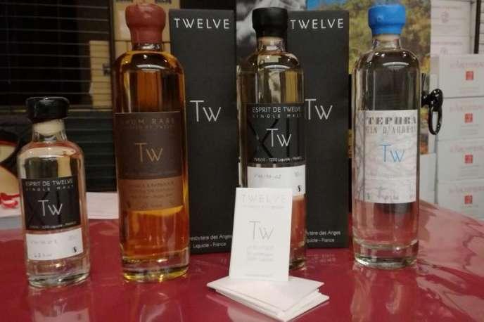 Outre du whisky, Twelve fabrique du gin, macéré avec du genièvre et du thé d'Aubrac, et du rhum. (Consommer avec modération. L'abus d'alcool est dangereux pour la santé.)