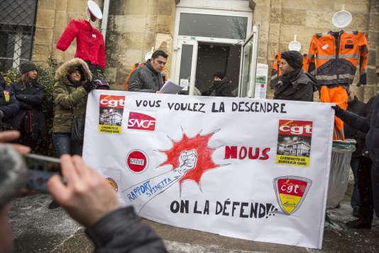 Rassemblement du personnel SNCF de la région Nouvelle Aquitaine, à Bordeaux, mercredi 28 février.