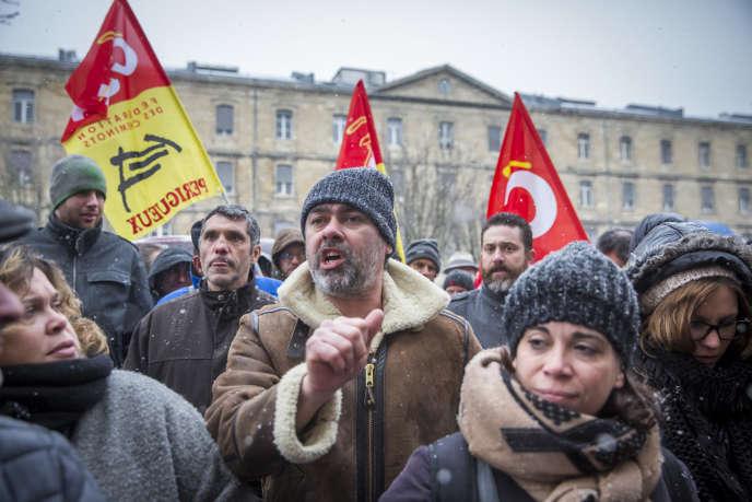 Rassemblement du personnel SNCF de la région Nouvelle Aquitaine pour interpeller le directeur régional de la SNCF au sujet du projet de changement de statut des cheminots. À Bordeaux, mercredi 28 février 2018.