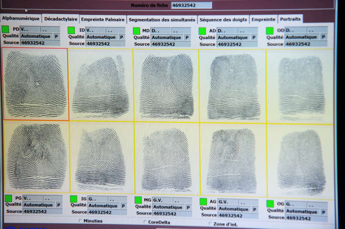 Logiciel de reconnaissance des empreintes digitales, au centre de police de Toulouse, le 5 avril 2016.