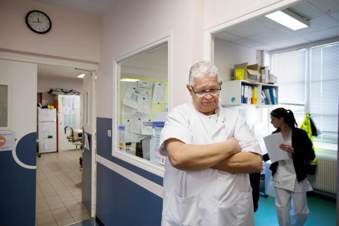 Le docteur Kouache, médecin urgentiste vacataire aux urgences de l'hôpital de Clamecy (Nièvre), le 27 février.