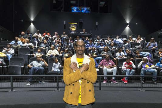 Le rappeur Snoop Dogg, salue les bras en W lors de la projection du film «Black Panther», le 18 février à Los Angeles.