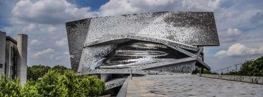 Vue extérieure de la façade de la Philharmonie de Paris.