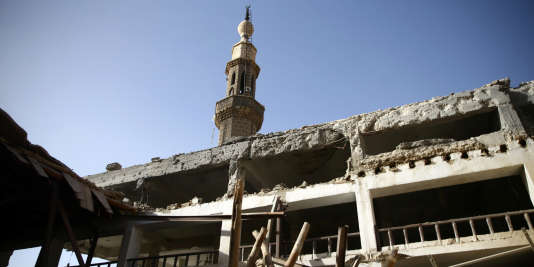 Vue d'une mosquée endommagée dans la Ghouta orientale, le 1er mars 2018.