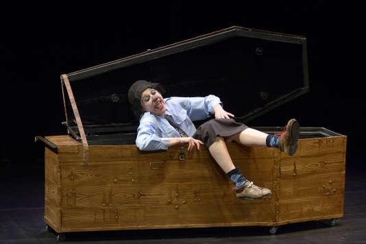 Emma la clown et son cercueil.