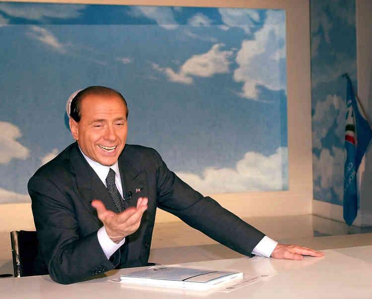 Campagne n° 3 : Silvio Berlusconi lors d'un entretien avec Associated Press, à Rome, jeudi 10 mai 2001. Après plusieurs années dans l'opposition, Berlusconi se présente contre le candidat de centre-gauche Francesco Rutelli aux élections du 13 mai 2001.