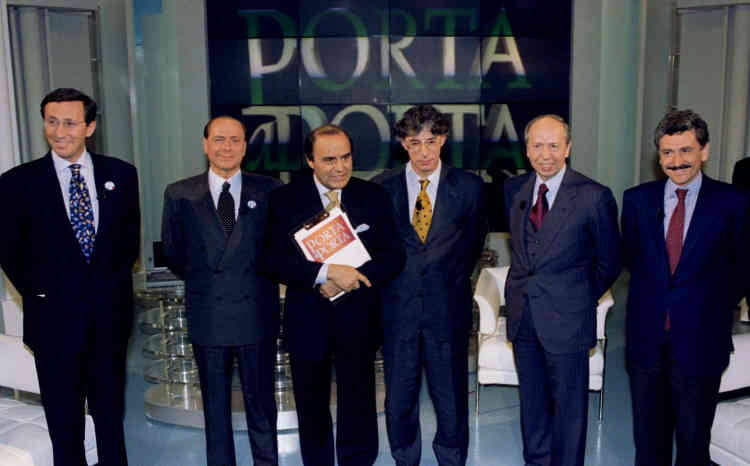 Campagne n° 2 : les cinq principaux chefs de partis de la campagne électorale italienne se rencontrent lors d'un débat télévisé de deux heures et demie,le 9 avril 1996. Huit mois seulement après son entrée en fonctions, la coalition s'effrite et l'assemblée est dissoute. De nouvelles élections sont organisées.